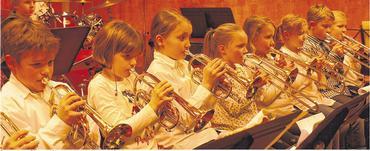 Das gemeinsame Erlernen und Präsentieren der Musikstücke vermittelt Sozialkompetenz. Foto: höncher